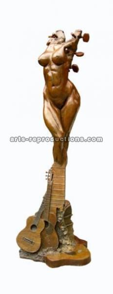 Sculpture d'art Statue en Bronze La femme guitare 635